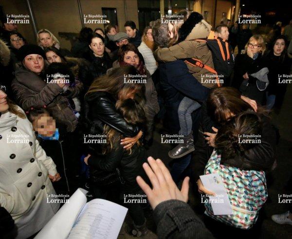 18-02-2017 - Savoie - Trémery - Flévy - Ay-sur-Moselle - autocar en feu - Le car de 57 enfants les conduisant vers les pistes a pris feu sur une aire d'autoroute de Savoie.