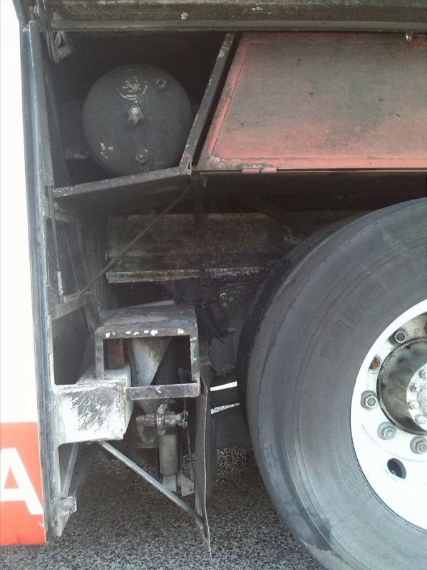01-05-2017 - Espagne - Un autocar de chez Larbibus prend feu en roulant sur la route