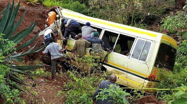 07-05-2017 -Tanzanie - Arusha - Un terrible accident d'autocar en Tanzanie a fait 35 morts, trente-deux élèves, deux professeurs et le chauffeur sont décédés