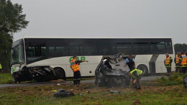 03-08-2017 - Nampont-Saint-Martin - Ligescourt - Accident autocar - Un père et son fils tués dans une collision avec un bus près de Nampont-Saint-Martin