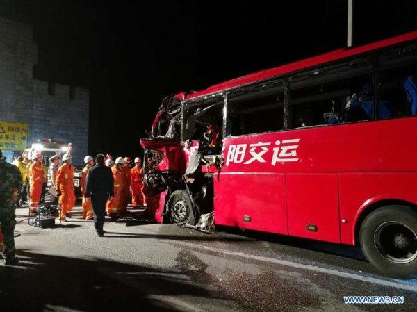 11-08-2017 - Chine - au moins 36 morts dans un accident d'autocar lorsqu'il a heurté un tunnel dans le nord de la Chine