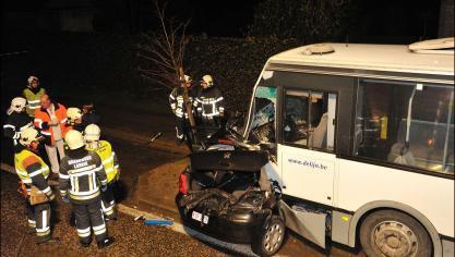 12-08-2017 - Anvers - Un accident entre un bus de De Lijn et deux voitures fait neuf blessés à Anvers