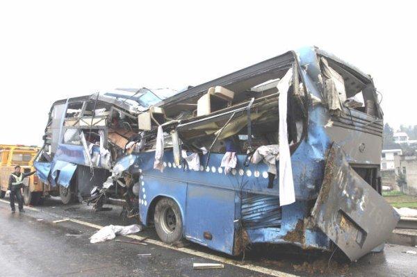 07-01-2017 - Algérie - Chermat - Oultane - wilaya de M'sila - neuf morts et douze blessés dans un état grave, lorsqu'un bus de transport de voyageurs, assurant la desserte entre Biskra et Alger, s'est renversé.