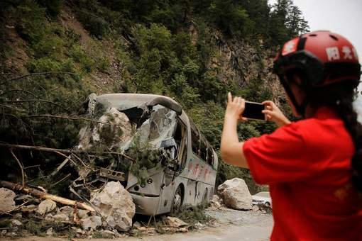 11-08-2017 - Chine - au moins 36 morts dans un accident d'autocar sur une autoroute de la province du Shaanxi. Le car était en provenance de la grande ville de Chengdu (sud-ouest) et se dirigeait vers Luoyang (centre).