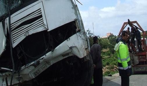 11-06-2017 - Maroc - Mehdia - Accident mortel d'un autocar Marocain qui revenait de la plage de Mehdia, 3 morts et 21 blessés.