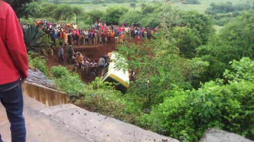 06-05-2017 - Tanzanie - Arusha - une trentaine d'enfants périssent dans un accident d'autocar