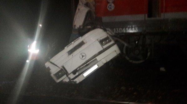06-10-2017 - Russie - Suite à un problème technique de l'autocar au passage à niveau, une grave collision entre un train et un bus en Russie à Pokrov, dans la région de Vladimir : 16 morts