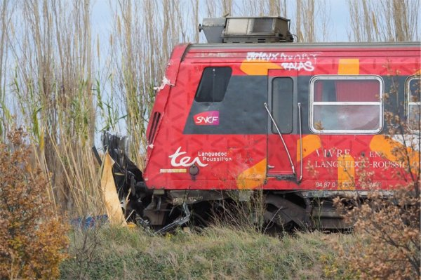 15-12-2017 - France - Millas -  Saint-Féliu-d'Avall - Grave accident mortel d'autocar au passage à niveau de Millas  - Dramatique accident entre un bus scolaire et un train en France