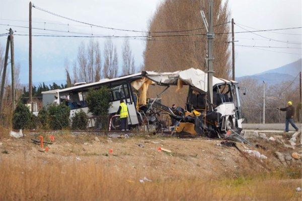 15-12-2017 - France - Millas -  Saint-Féliu-d'Avall - Grave accident mortel d'autocar au passage à niveau de Millas  - Dramatique accident entre un bus scolaire et un train en France