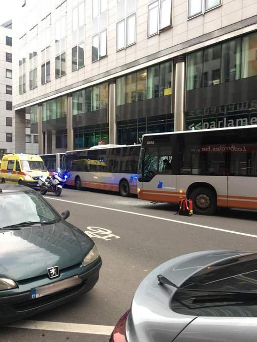 09-01-2018 - Bruxelles - Ixelles - Six blessés dans un accident impliquant trois bus de la Stib à Ixelles.