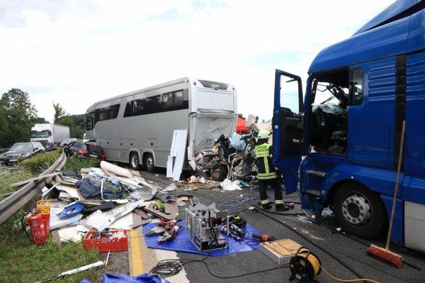 29-07-2017 - Allemagne - Un grave accident survenu vendredi après-midi sur l'autoroute A3 entre Geiselwind et Schlüsselfeld, en Bavière. Il a coûté la vie à un habitant d'Oosterzele, en Flandre orientale