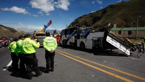 15-08-2018 - Quito - Accident grave - Un accident d'autocar fait au moins 24 morts à une trentaine de kilomètres à l'est de la capitale équatorienne, le car aurait percuté une Jeep, tuant ses quatre occupants équatoriens, avant de se renverser.