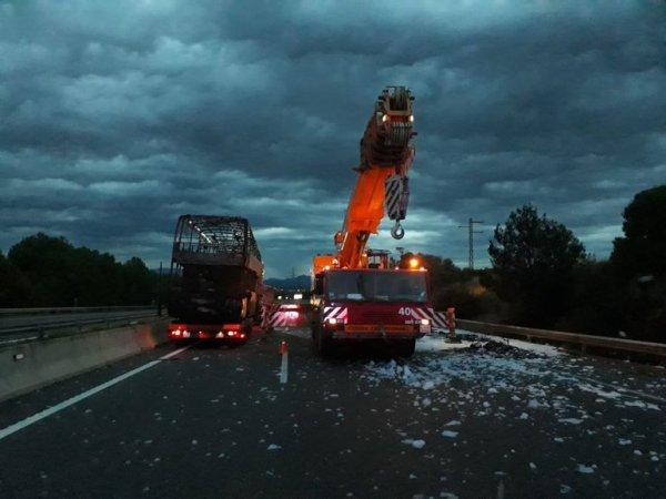 07-10-2018 - Espagne - Un autocar transportant 37 Belges prend feu en Espagne: tous les occupants sont sains et saufs