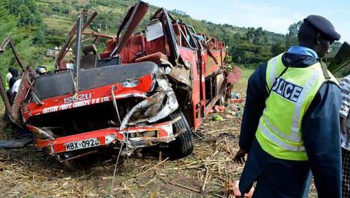 10-10-2018 - Kenya - 51 personnes ont été tuées mercredi matin dans un accident d'autocar qui serait tombé dans un ravin après être sorti de la route dans une descente....