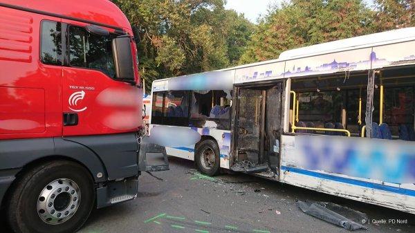 12-10-2018 - Allemagne - Heidelberg - Neuf blessés graves dans le crash d'un autocar en Allemagne.
