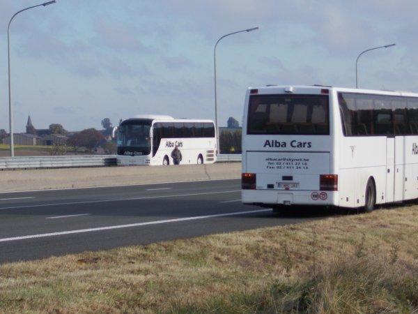 28-10-2018 - Tournai - Kain - Mourcourt - Deux autocars Alba Cars de Bruxelles en panne (& bloqués bande urgences) sur l'autoroute E42 à hauteur de Kain - Tournai.