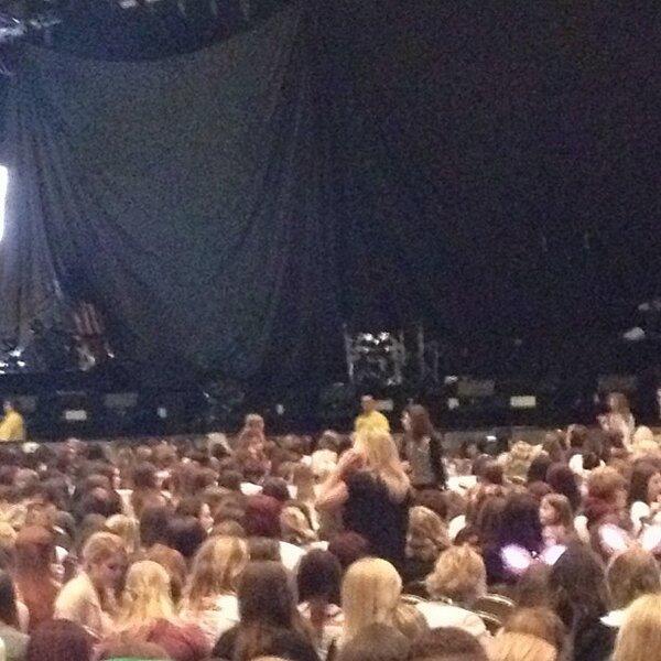 (01.03) A Cardiff (Pays de Galles): Harry jouant au ping pong / Photoshoot pour Hunger magazine / Perrie au concert des Gars avec des Fans / Eleanor avec des amis, Emma & Max ♥