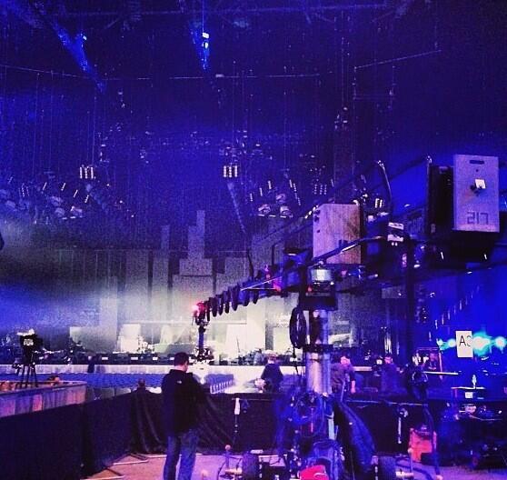 """(04.04) A Londres: Caméras pour le 1D3D / Photos du concert / Nouveau tatouage d'Harry, un """"G"""" pour sa soeur Gemma ♥"""