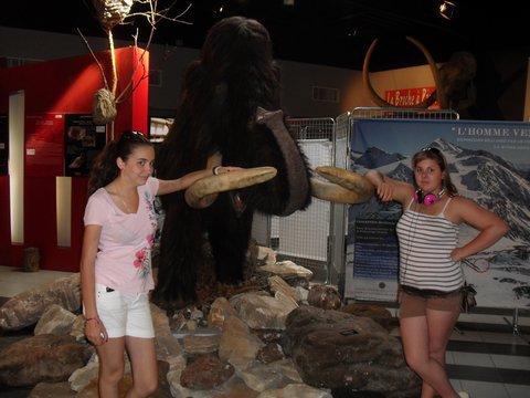 ma cousine et moi avec un mammouth <3
