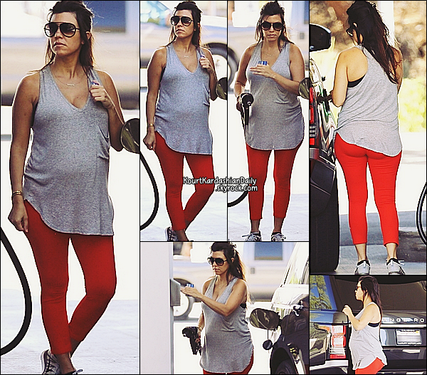 . 15/09/2014 : Kourtney a été vue à une station service pour mettre de l'essence, à Los Angeles. Kourtney porte des baskets Nike.  .