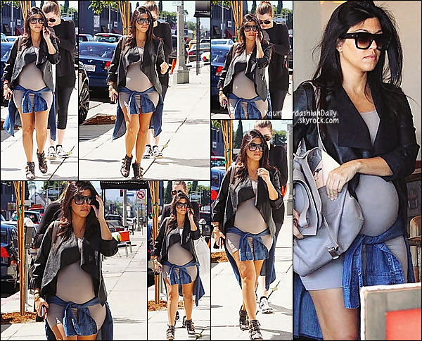 . 24/09/2014 : Puis, Kourtney & sa petite soeur Khloé sont allées prendre des boissons au Joan's on Third Restarant à Los Angeles. Kourtney porte un sac Proenza Schouler & des bottines Chloé. .