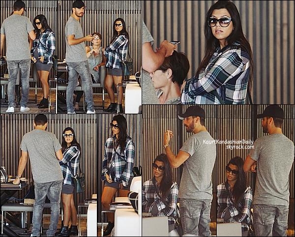 . 26/09/2014 : Puis, Kourtney & Scott sont allés dans au magasin de déco Minotti dans le West Hollywood. Kourtney porte une chemise Rails à 127¤, une robe Talia Hancock à 51¤  & un sac Céline . .