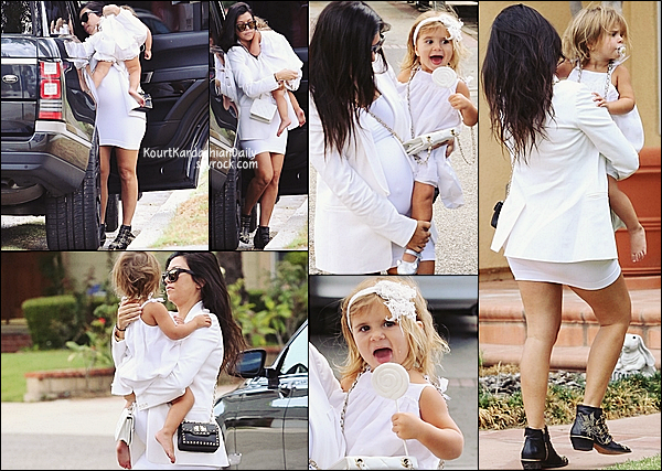 . 27/09/2014 : Kourtney a emmené Penelope à une fête à Los Angeles. Kourtney porte des bottines Chloé. .