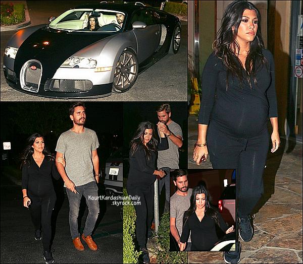 . 13/10/2014 : Kourtney & Scott sont allés dîner à Sugarfish Restaurant dans leur nouvelle Bugatti. Kourtney porte un t-shirt Seraphine & des baskets Nike. .
