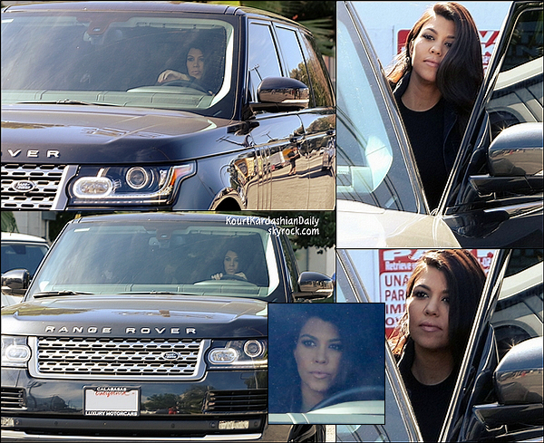 . 22/10/2014 : Plus tard, Kourtney a été vue quittant les studios Bunim/Murray Productions à Van Nuys.  Kourtney porte une veste Mc Guire & des bottines Yves Saint-Laurent. .