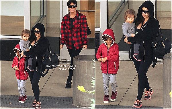 . 01/11/2014 : Kourtney, Mason & Penelope sont allés à  Neiman Marcus avec Kris à Canoga Park. Kourtney porte des lunettes Yves Saint-Laurent à 286¤ & des baskets Nike à 150¤.  .