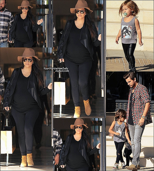 . 29/11/2014 : Kourtney , Scott, Mason & Penelope sont allés à Barneys New-York à Beverly Hills. .