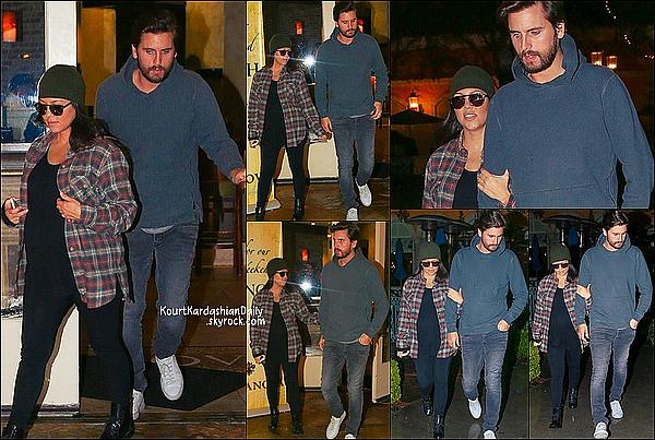 . 30/11/2014 : Kourtney & Scott sont allés dîner à Toscanova Restaurant à Calabasas. Kourtney porte un bonnet Ralph Lauren à 50¤.  .