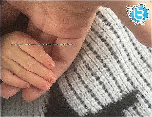 . 25/12/2014 : Kourtney a posté une photo de Kendall & Penelope le matin de Noël. .