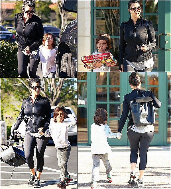 . o6/o3/2o15 : Kourtney a emmené Mason au magasin « Barnes & Noble »  - à Calabasas. ● Kourtney porte des Baskets Puma à 120¤ & un sac Mansur Gavriel à 790¤.  .