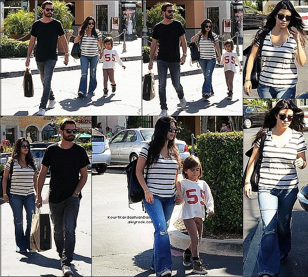 . o2/o5/2o15 : Kourtney & Scott ont emmené Mason au magasin « Barnes & Noble »  - à Calabasas. ● Kourtney porte un Jeans Mc Guire & un sac Mansur Gavriel.  .