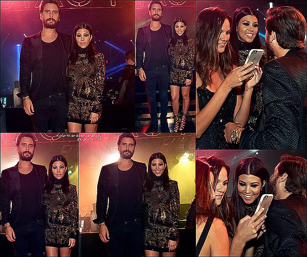 . 23/o5/2o15 : Le soir, Kourt & Scott ont fêté en avance l'anniversaire de Scott au « 1Oak Nightclub » - à Las Vegas. ● Kourtney porte une Robe Balmain à 2865¤ & des Escarpins Tom Ford.  .