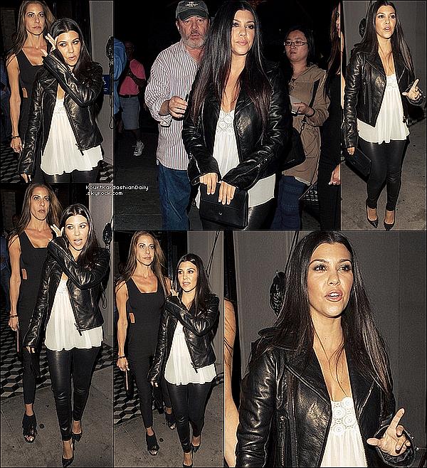 . 26/o6/2o15 : Kourt & une amie sont allées dîner à « Craig's Restaurant » - à West Hollywood. ● Kourtney porte une Veste Balenciaga à 2465¤ & des Chaussures Christian Louboutin à 765¤. .