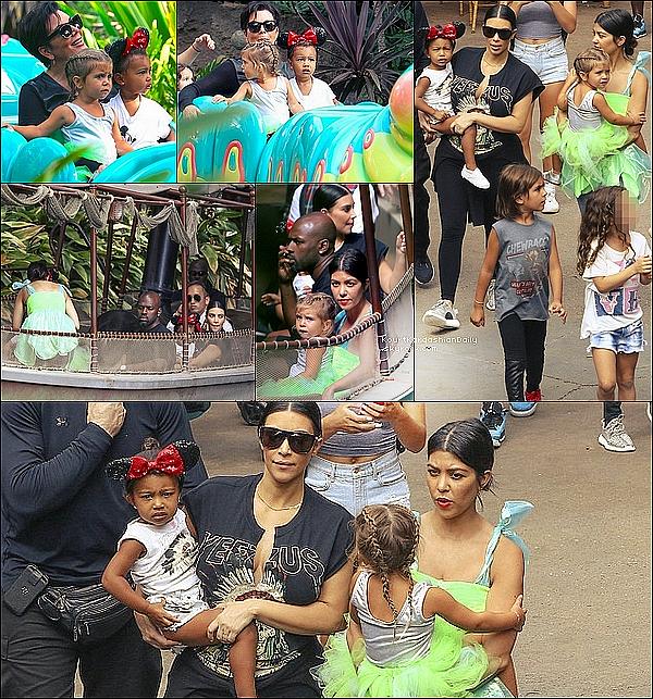 . o8/o7/2o15 : Kourtney, Mason & Penelope ainsi que Kim & North et Kris & Corey Gamble sont allés à « Disneyland » pour l'anniversaire de Penelope - à Anaheim. .