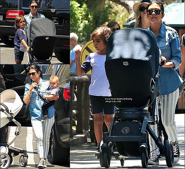 . 16/o7/2o15 : Kourtney, Mason & Reign sont allés au « Zoo » - à Los Angeles. ● Kourtney porte un Pantalon Joe's & des Chaussures Converses à 50¤.  .
