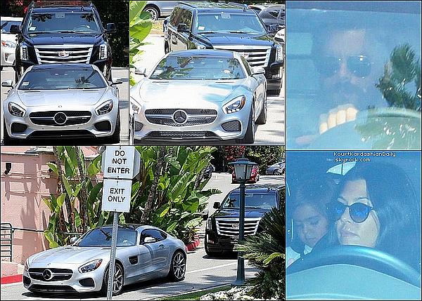 . 23/o7/2o15 : Kourtney a emmené ses enfants voir leur père Scott lors d'un déjeuner au « Posh Hotel » - à Beverly Hills. .