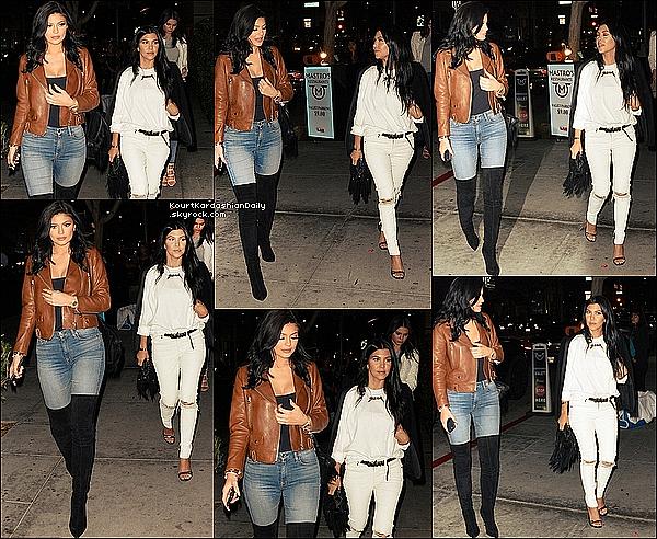. 29/o7/2o15 : Kourtney, Kendall & Kylie sont allées dîner à « Mastro's Restaurant » - à Beverly Hills. ● Kourtney porte i, T-Shirt Yeezus à 17¤, une Ceinture Yves Saint-Laurent à 385¤, un Sac Chanel, un Jeans RTA à 915¤ & des Sandales Alexander McQueen à 770¤.  .