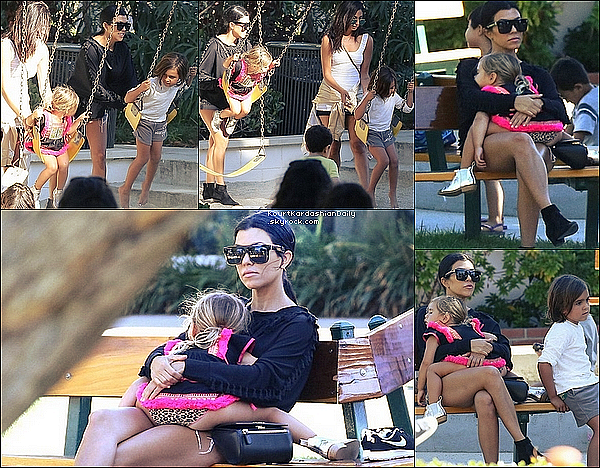 . 29/o8/2o15 : Kourtney a emmené Mason & Penelope dans un « Parc de Jeux » - à Malibu.  ● Kourtney porte un Pull TBags à 170¤, un Sac Givenchy, un short One Teaspon à 100¤ & des Bottines Yves Saint-Laurent.  .