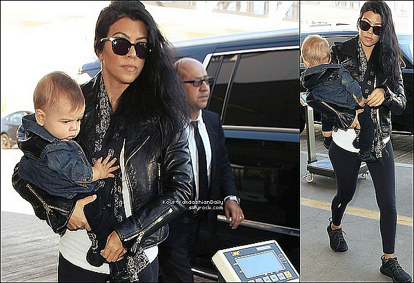 . 2o/o9/2o15 : Kourtney & Reign ont été vus à « LAX Airport » - à Los Angeles. ● Kourtney porte des Baskets Adidas.  .