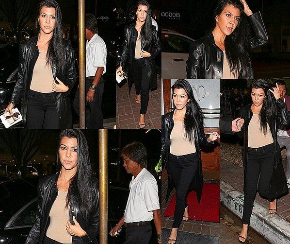 . 26/1o/2o15 : Kourtney est allée « Dîner au Restaurant » - à Beverly Hills. ● Kourtney porte des Escarpins Celine.  .