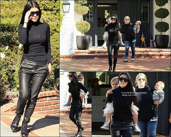 . 17/12/2o15 : Kourtney est allée à un  « Cours de Musique » avec Penelope & Reign - à Beverly Hills. ● Kourtney porte un Pull Joe's à 170¤, un Pantalon RtA à 995¤ & des Bottines Yves Saint-Laurent.  .