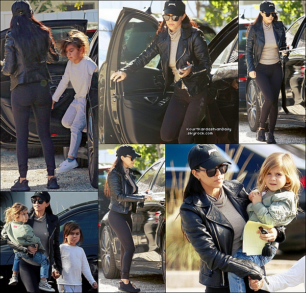 . o4/o1/2o16 : Kourt a emmené Mason & Penelope au « Palisades Park & Recreation Center » - à Pacific Palisades. ● Kourtney porte des Lunettes Yves Sain-Laurent à 305¤, une Veste Balenciaga à 1795¤, un Pull Joe's à 175¤, un Legging Nike à 60¤ & des Baskets Adidas.  .