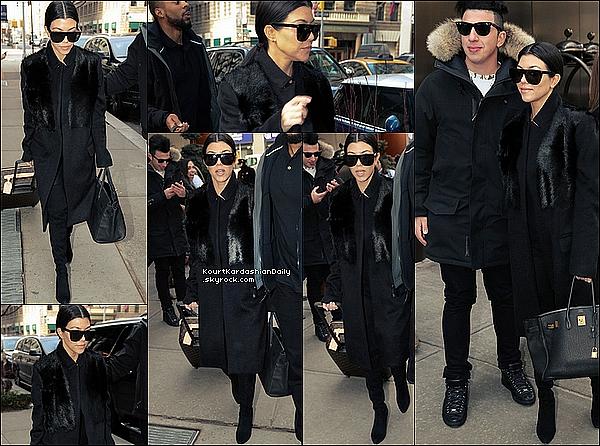 . 12/o2/2o16 : Kourt a été vue « Quittant son Hôtel » - à New-York. ● Kourtney porte un Manteau Vince à 1260¤, un Sac Hermes à 19000¤ & des Bottes Stuart Weitzman à 765¤.  .
