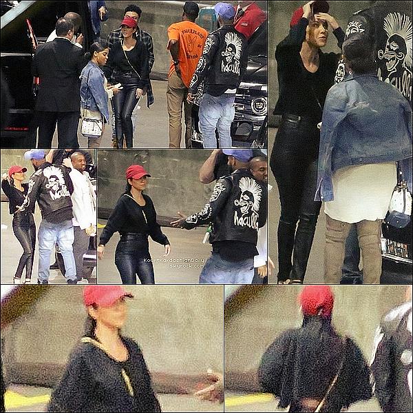 . 23/o3/2o16 : Kourtney, Kim, Kanye, Kendall & Kylie sont allés voir un « Concert de Justin Bieber » - à Los Angeles. ● Kourtney porte un Legging Unravel à 1970¤ & des Escarpins Monique Lhuillier à 790¤.  .