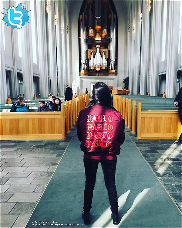 . 17/o4/2o16 : Kourtney & Jonathan Cheban sont allés visiter la « Leifur Eiríksson Statue » - à Reykjavik. ● Kourtney porte une Veste Alpha Industries à 110¤ & des Bottines Yves Saint-Laurent.  .