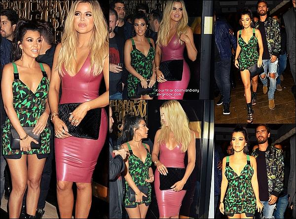 . 27/05/2o16 : Kourt, Khloé, Malika & Scott sont allés au « 1Oak Nightclub » pour l'Anniversaire de Scott - à Las Vegas. ● Kourtney porte une Robe Versace à 1480¤, une Pochette Celine & des Escarpins Azzedine Alaia.  .
